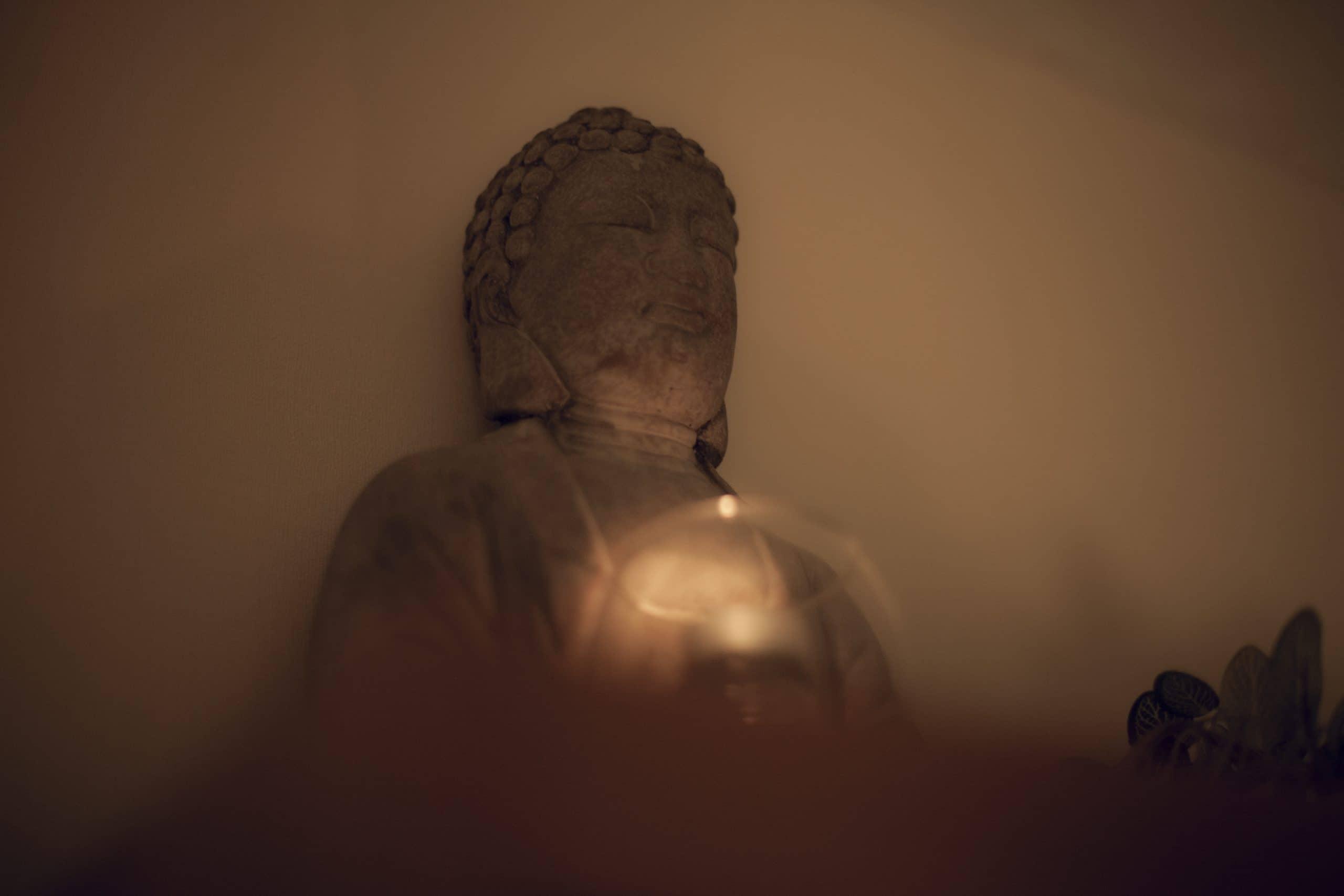 photo de bouddha fond de page