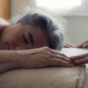 Photo visage de personne massage